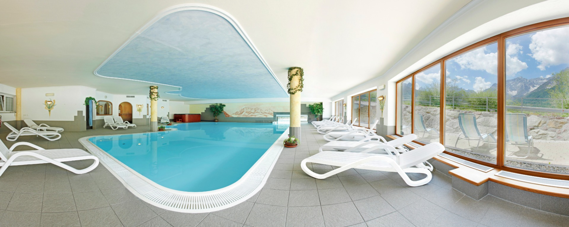 Panorama indoorpool at the Biohotel Alpi Sexten / Sesto